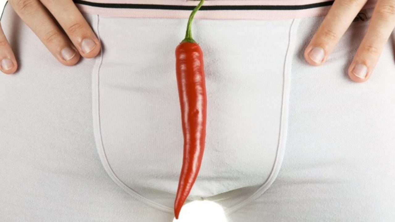 bărbații își scalează penisul